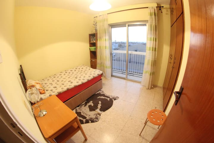 Private room with tiny balcony - Larnaca - Departamento