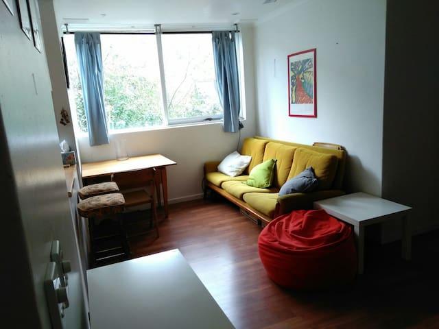 Sunny Room in Footscray Apartment - Footscray - Apartemen