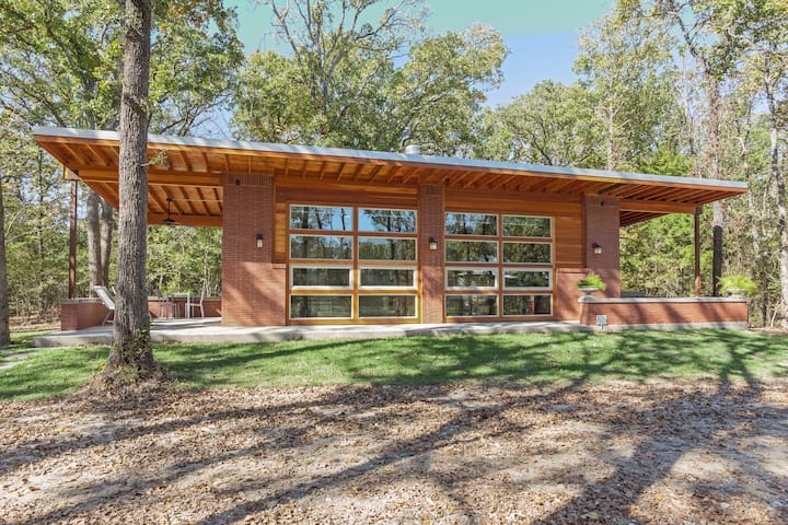 Architectural Beauty in the Woods - Royse City - Kabin