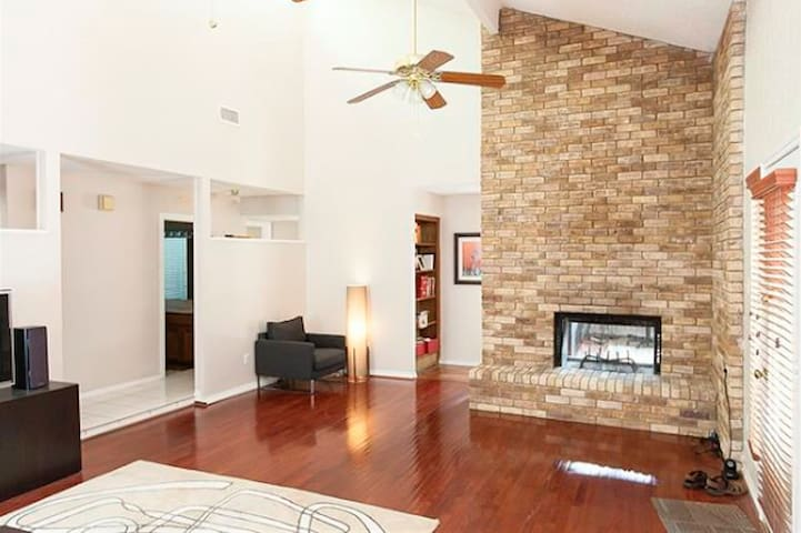 Private room close to DFW Airport! - Bedford - Casa