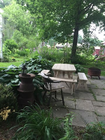 Gardens Galore and Village Whimsy Retreat - Millerton - Wohnung