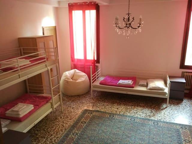 The Academy shared rooms - Venecia - Dormitorio compartido
