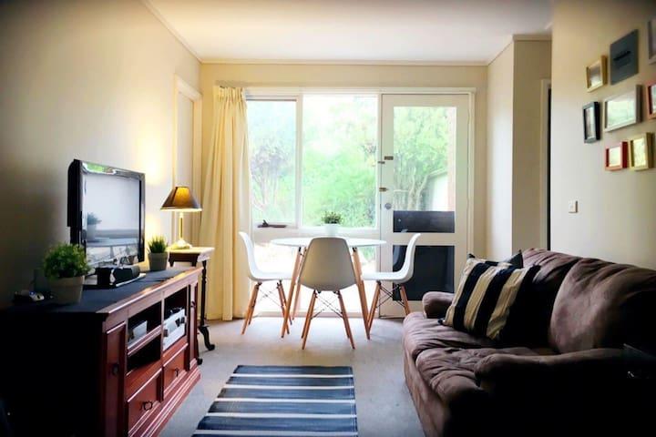 Spacious Modern bedroom, Queen Bed - Weston - Дом