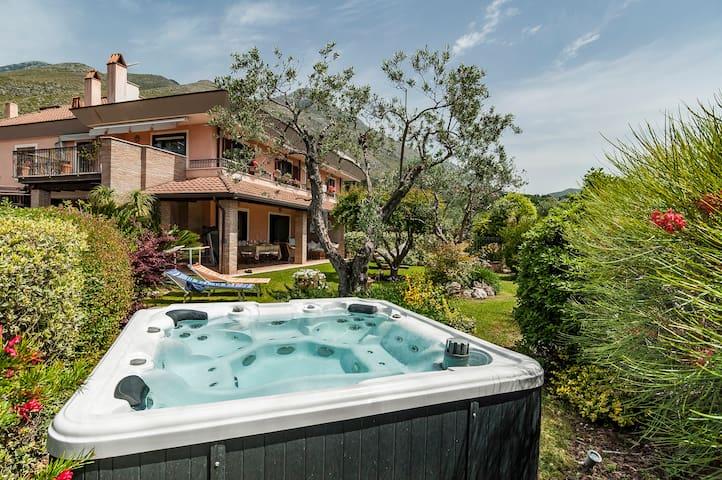Great Villa sea view,jacuzzi between Rome & Naples - フォルミア - 別荘