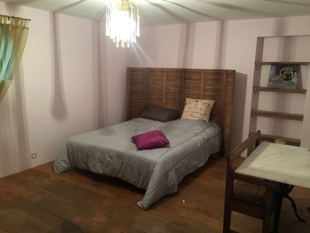 Chambre simple avec accès piscine - Adainville - Дом