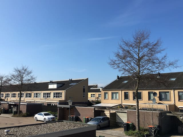 Bright and cozy double room + free pickup - Hoorn - Casa