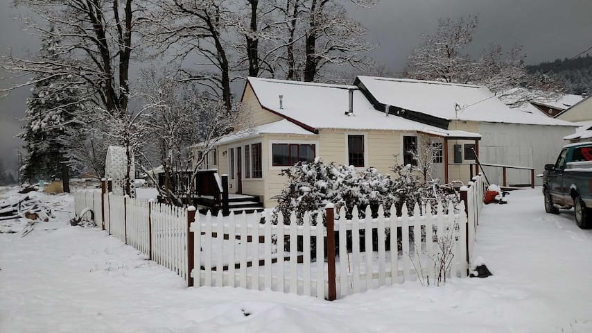 The Railway Cottage (with amazing mountain views) - Crescent Mills - Maison