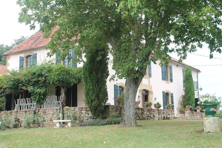 Grande Maison Familale au coeur du Gers - Gennevilliers