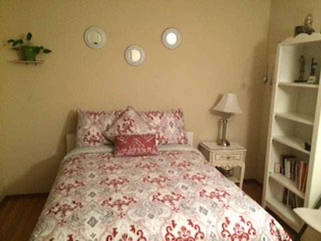 Cozy room with lovely location next to W.C. - Concord