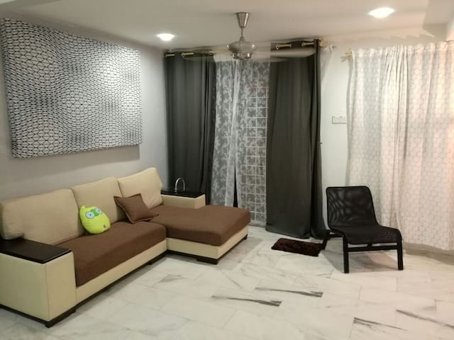 Cosy & Comfortable 2 Story House - Ipoh - Hus