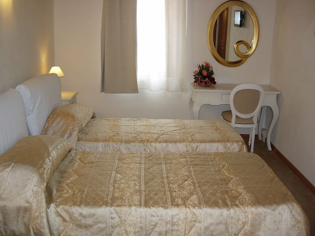 Villa Cittadella B&B -Camera Doppia - Mantova - Bed & Breakfast