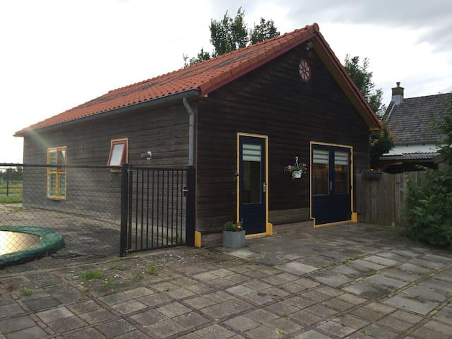 Huis met tuin nabij Oosterschelde. - Poortvliet
