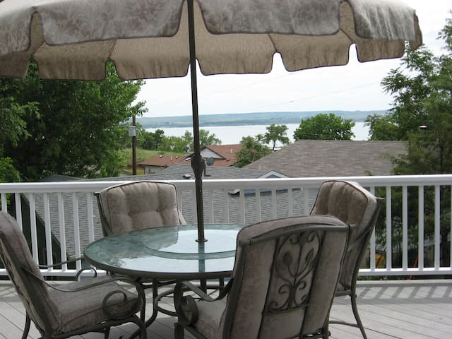 Lake McConaughy lake view home near Admiral's Cove - Lemoyne - Hus