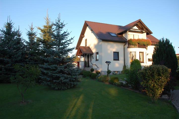 Ferienwohnung im Zwei-Familien-Haus - Hohenstein-Ernstthal - Departamento