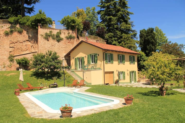 Monferrato. country house for 8 people. - Montafia - Maison