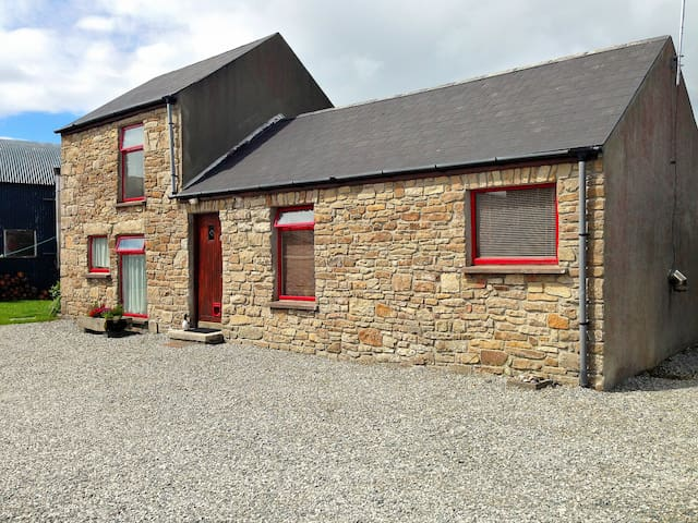 Wild Atlantic Way Cottage (Donegal, Ireland) - Dunkineely - Chalet