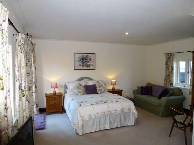 Dairy Barns En suite accommodation room 1 - Irnham - 家庭式旅館