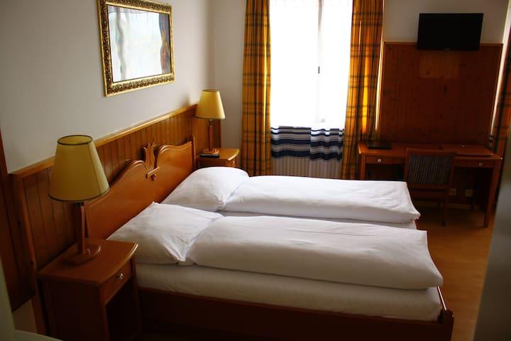 Hotel Rheinfall, Zentralstrasse 60,Neuhausen - CH - Neuhausen am Rheinfall - Gjestehus