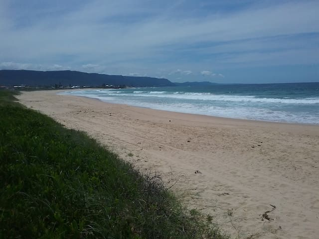 Spacious granny flat, short walk to beach - Woonona - Maison