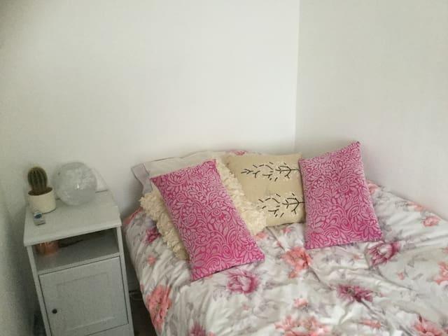 Single room with shared bathroom, wifi, kitchen - Gawcott - Ev