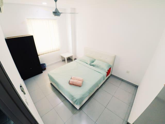 HomeSweetHome Homestay Deluxe Suite@Bandar Enstek - Bandar Baru Enstek - Bungalow