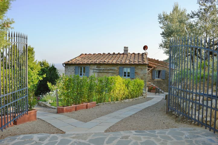 Renovated Tuscany farmhouse 30 km from Florence - Loro Ciuffenna - Apartemen