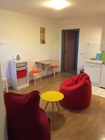 Modern eingerichtete Wohnung 25qm - Düren - Daire