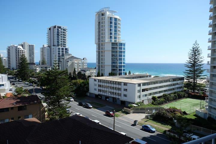 Large two bedroom apartment on Broadbeach - Broadbeach - Apartemen
