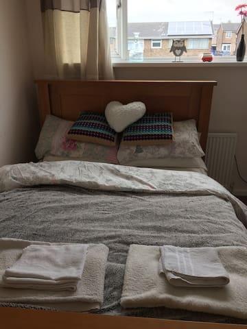 Lovely Modern Double Room - Stoke-on-Trent - Huis