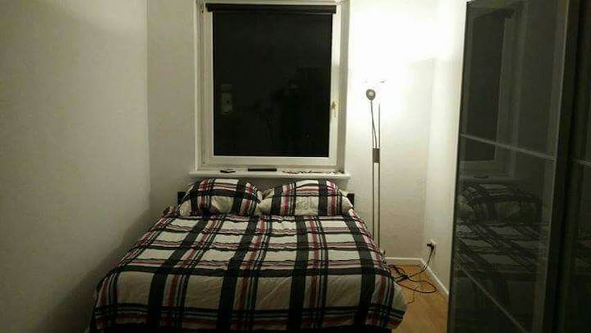 Double Bedroom Close to Messe - Hannover - Lägenhet