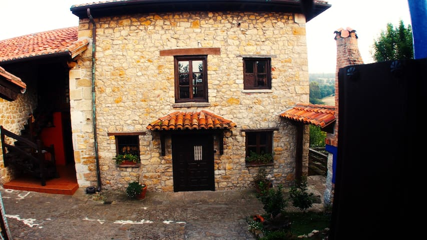 COTTAGE close to the mountains and the sea. - Quijas - Hus