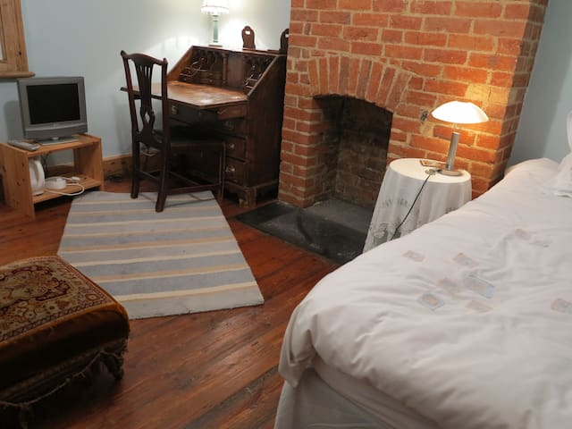 Cosy single room in family home, with b'fast - 1 - Oxford - Bed & Breakfast