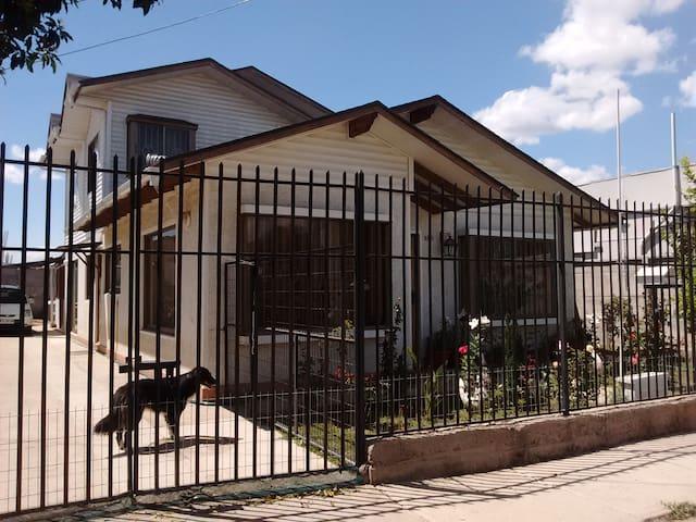 """Hospedaje en  Quilpué, """"Ciudad del Sol"""" - Región de Valparaíso - House"""