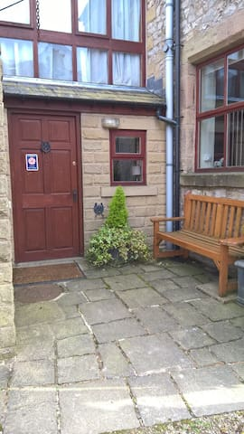 Old Stables, character house in Buxton (sleeps 10) - Buxton