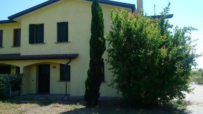 Stanza privata casa in campagna - San Pietro Viminario