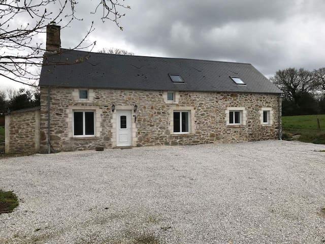 maison en pierre au calme - Le Mesnil-au-Val - Huis