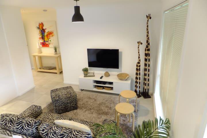 Modern 1, 2 or 3 Br Luxury  Apts - Sale - Appartement