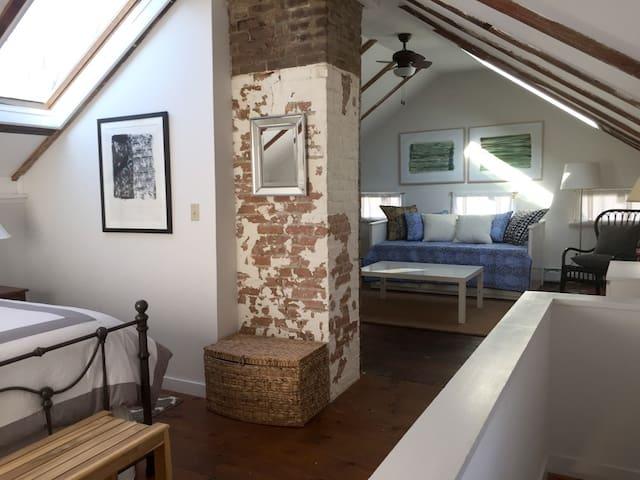 Adorable 1830's Hudson Getaway_Red Fox Cottage - Hudson - Huis
