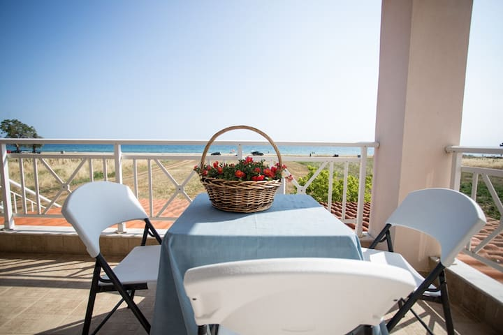 """""""By the Sea 2"""" Seaside family Appartments - Paralia Dionisiou"""