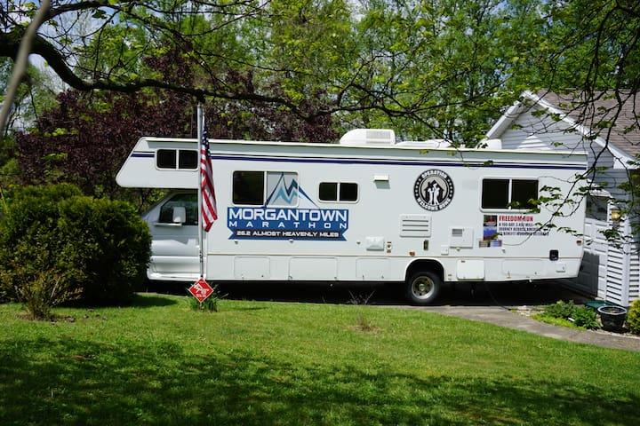Clean & Cozy Motorhome - Morgantown - Camper/RV