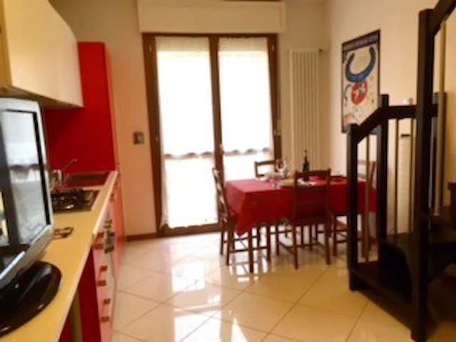 Castelguelfo Outlet Cozy Apartment - Castel Guelfo di Bologna - Appartement