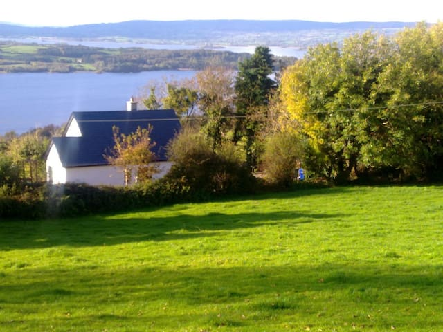 Lough Derg View Cottage, beautiful house and views - Portroe - Hus