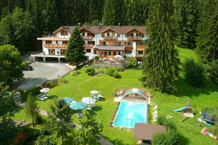 "Apartment ""Alpenröslein"" at Gartenhotel Rosenhof - Oberndorf in Tirol - Apartmen"