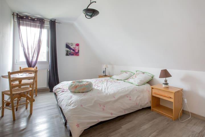 Belle chambre confort dans  maison lit 2 personnes - Ablain-Saint-Nazaire - Casa