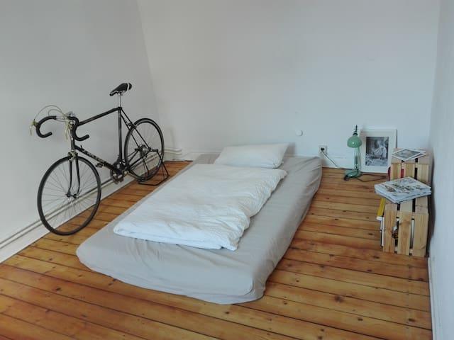 Ruhiges Zimmer in schöner Altbauwohnung - Hannover - Leilighet