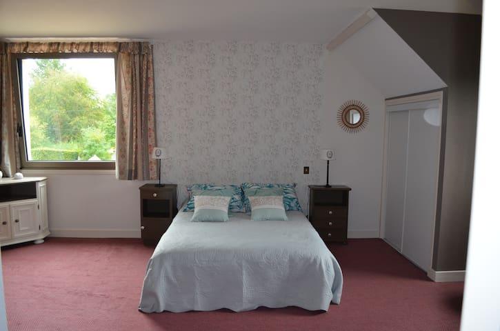 Chambre dans grande maison 6 kms du Pal - Dompierre-sur-Besbre - Rumah