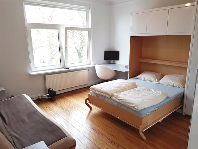 ❤ Beautiful ❤ central room right on the river - Lübeck - Appartement