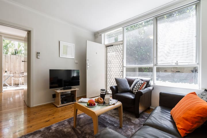 Renovated 1BR + private courtyard#1 - St Kilda - Wohnung
