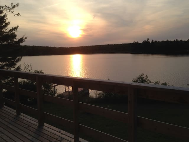 The Lily Pad 2 Bedroom on Lily Lake - Mount Uniacke - Casa