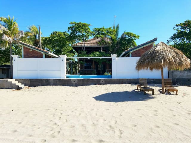 The Beach House at Playa Pochomil! - Pochomil - Hus